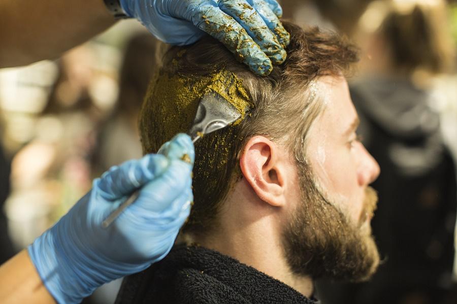Nanošenje kane na kosu